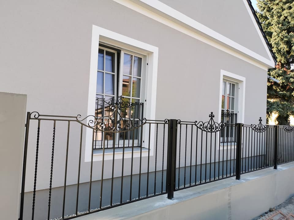 Gotický štýl podľa individuálnych požiadaviek kovaná brána Šamorín ÉA_2020_máj
